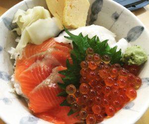 Having some fresh kaisen-don (raw fish rice bowl) at Tsukiji Market. Yummy!